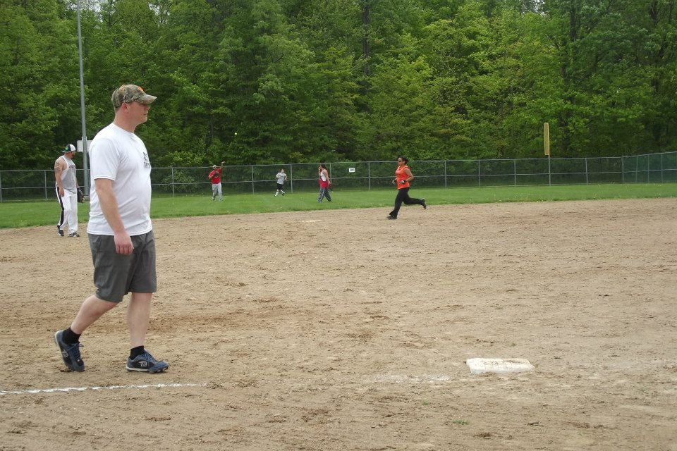 Latin American Coed Softball League Underway: 3 Tied For 1st