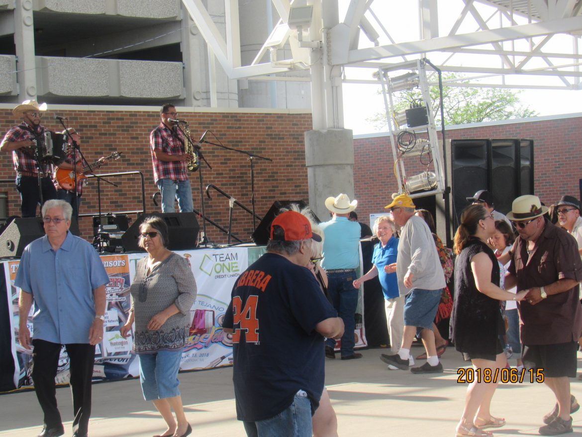 5th Annual Midwest Tejano Music Fest Enjoys a Near Perfect Night